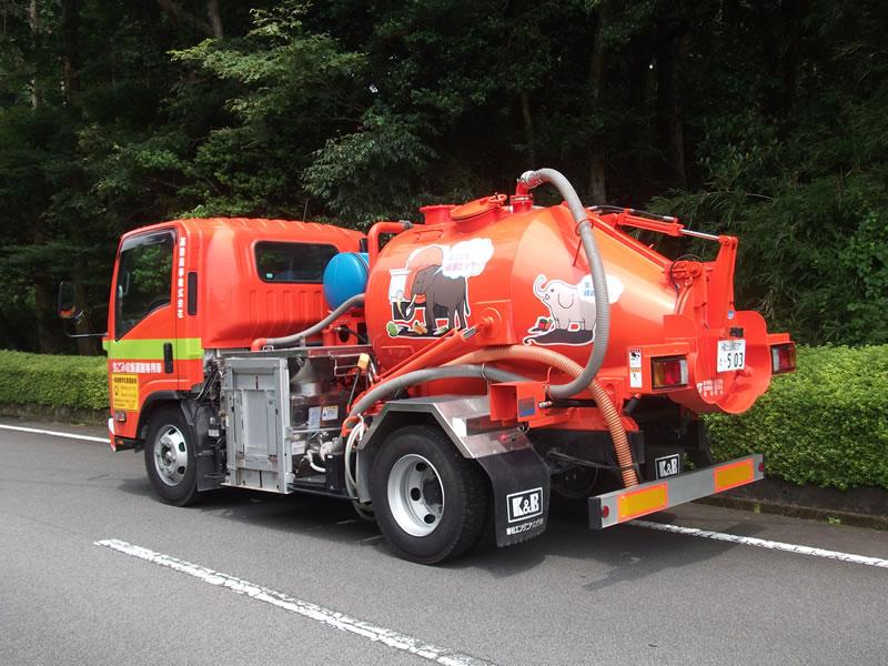 兼松エンジニアリングとの共同開発 : 生ゴミ粉砕運搬車