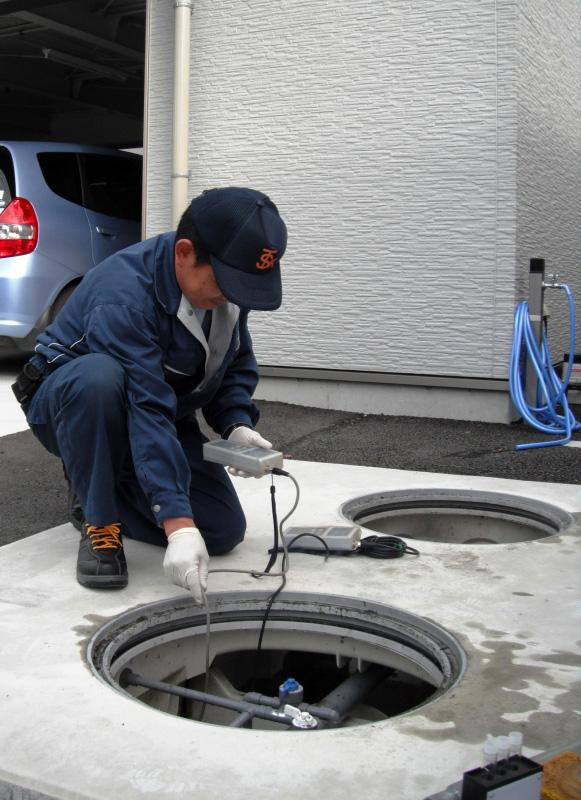 浄化槽保守点検作業1
